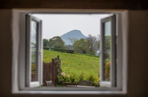 Last Minute Cottages - Ysgyryd Fach