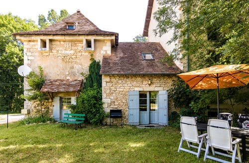 Last Minute Cottages - Pigeonnier du Château de Mayac