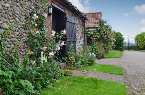 Last Minute Cottages - The Little House