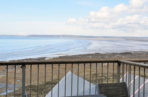Last Minute Cottages - Sea Front House 5