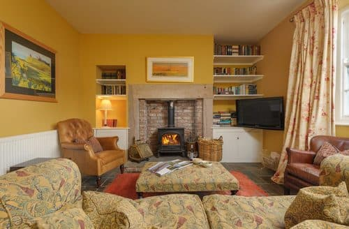 Last Minute Cottages - Sea View