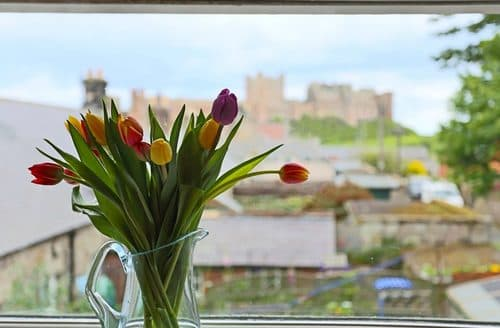 Last Minute Cottages - Hermitage at Bamburgh