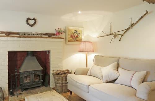 Last Minute Cottages - Honeysuckle Cottage