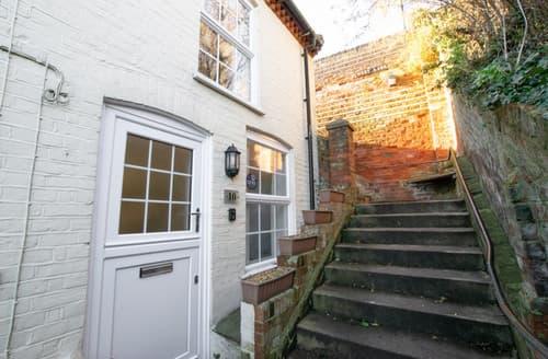 Last Minute Cottages - Top Step Cottage