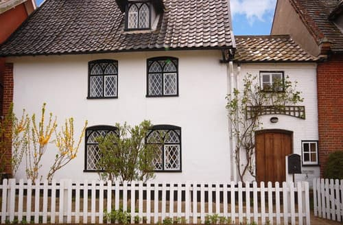 Last Minute Cottages - The Old Town Hall