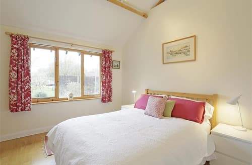 Last Minute Cottages - Meadow Cabin