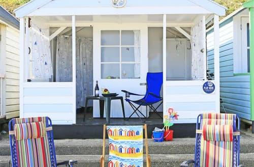 Last Minute Cottages - The Dolls House Beach Hut