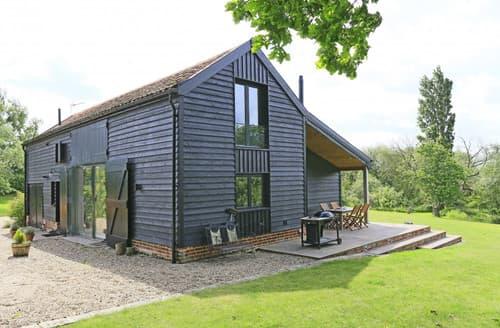 Last Minute Cottages - Lake Farm Barn