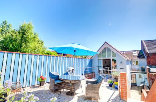 Last Minute Cottages - The Sun Deck