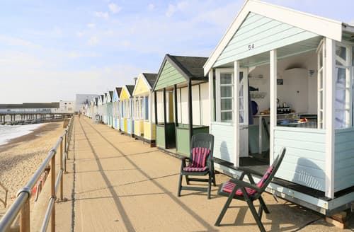 Last Minute Cottages - The Glory Hut Beach Hut