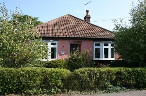 Last Minute Cottages - Grebe Cottage