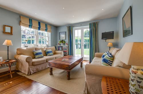 Last Minute Cottages - Lampland House