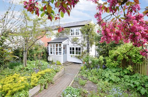 Last Minute Cottages - Canfield Cottage