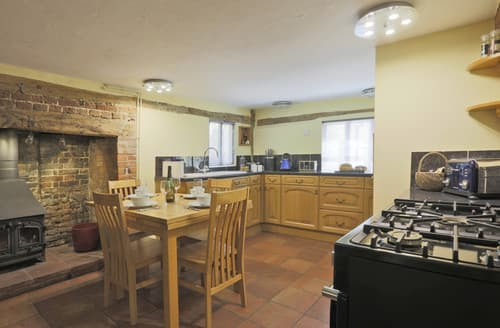 Last Minute Cottages - Oak Cottage