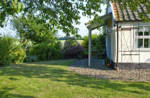 Last Minute Cottages - Garden Cottage, The Old Mill