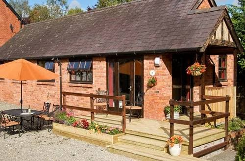 Last Minute Cottages - Gorgeous Montgomery Cottage S5322