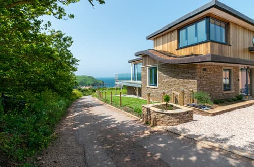 Last Minute Cottages - Runic House