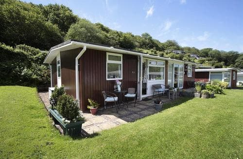 Last Minute Cottages - Pebbles, Summercliffe Park, Caswell