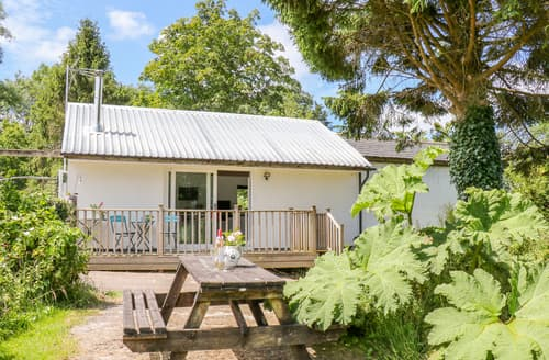 Last Minute Cottages - The Lakeside Retreat