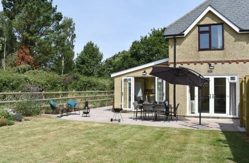 Last Minute Cottages - Downton Lodge
