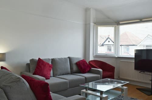 Last Minute Cottages - Fishermans Walk Apartment 2 - UKC4071