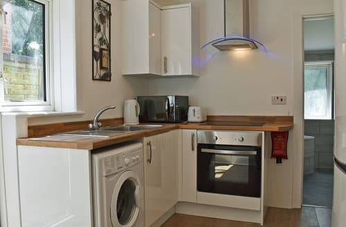 Last Minute Cottages - Fishermans Walk Apartment 1 - UKC4070