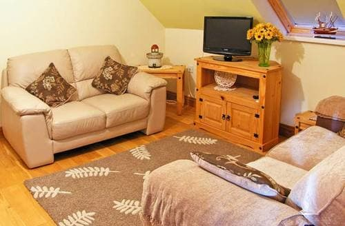 Last Minute Cottages - Cwrt-Y-Cadno