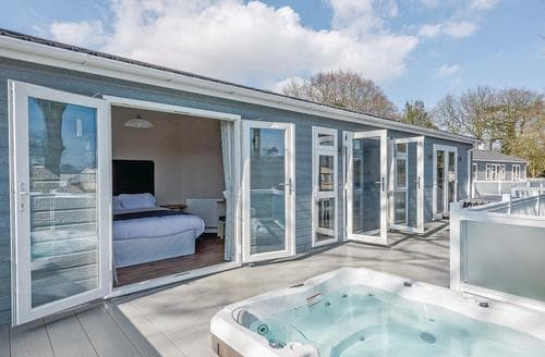Last Minute Cottages - Platinum 2 bed lodge with Hot Tub