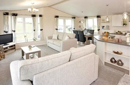 Last Minute Cottages - Indulgent Lakeside Lodge 8 VIP