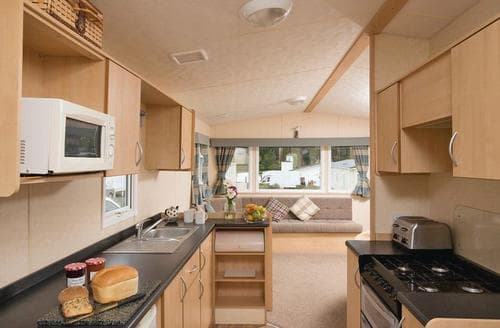 Last Minute Cottages - Comfort Caravan 6