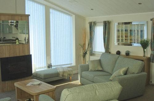 Last Minute Cottages - Oyster Bay Lodge