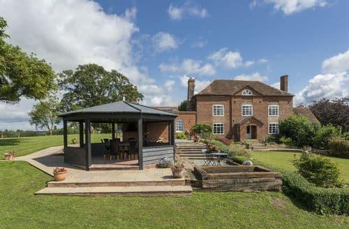 Last Minute Cottages - Broad Meadows Farmhouse (Sleeps 8), Bayton