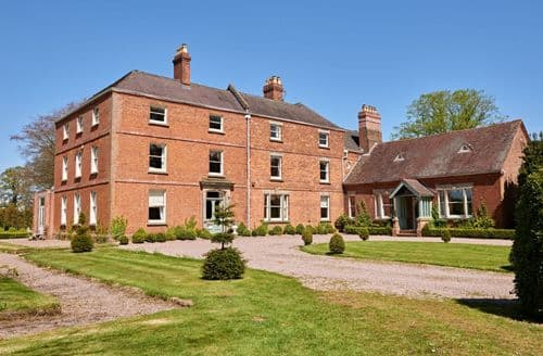 Last Minute Cottages - Sugnall Hall (28 Guests), Sugnall, Ecceshall