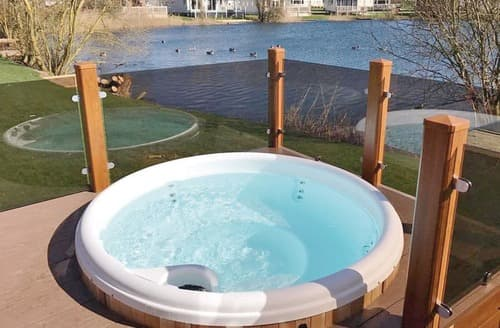 Last Minute Cottages - Indulgent Lakeside Lodge 8 VIP Plus