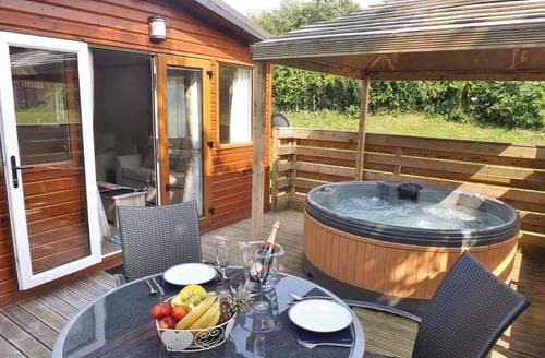 Last Minute Cottages - Longnor Wood Deluxe