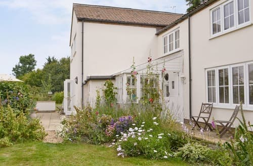 Last Minute Cottages - Walnut Tree House