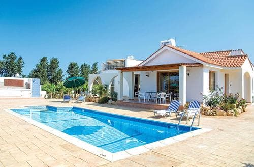 Last Minute Cottages - Athina