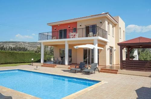 Last Minute Cottages - Vatania