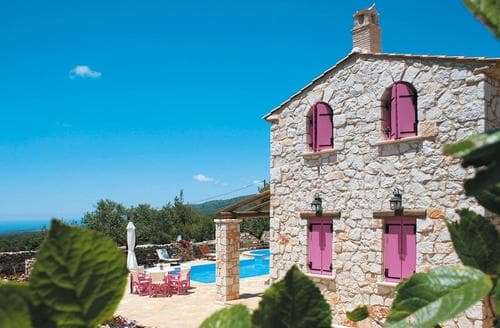 Last Minute Cottages - Ariadne