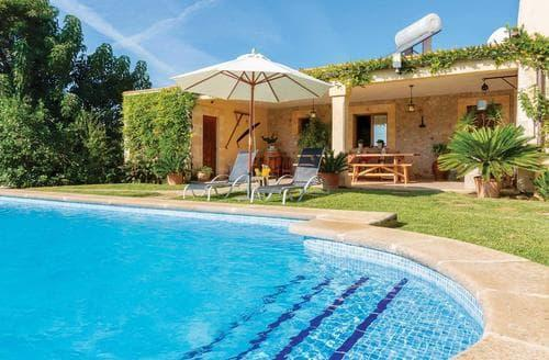 Last Minute Cottages - Roma Nou