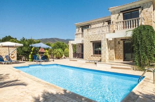 Last Minute Cottages - Akis