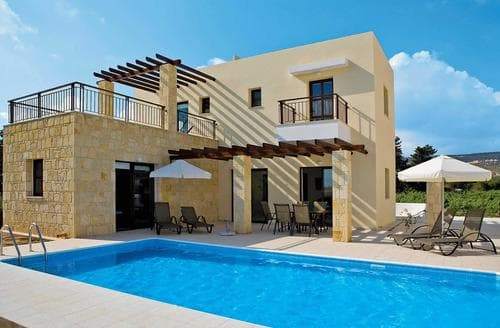 Last Minute Cottages - Villa Helena