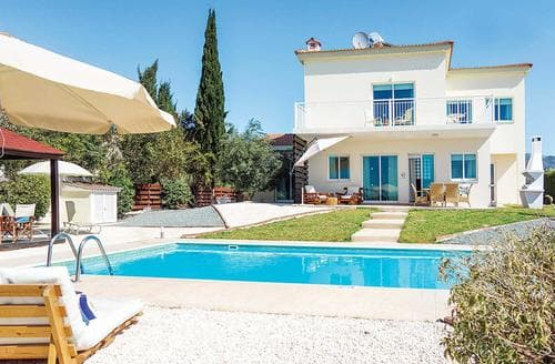 Last Minute Cottages - Villa Elena