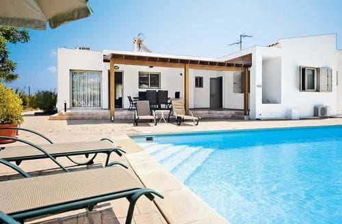 Last Minute Cottages - Venere