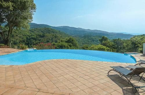 Last Minute Cottages - Villa Yi