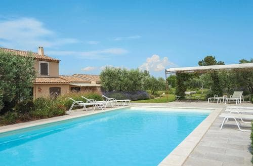 Last Minute Cottages - Villa Rubis