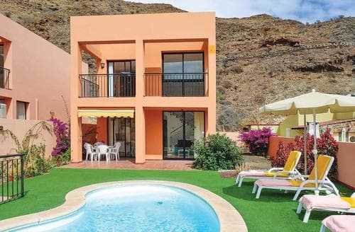 Last Minute Cottages - Villas Lunas