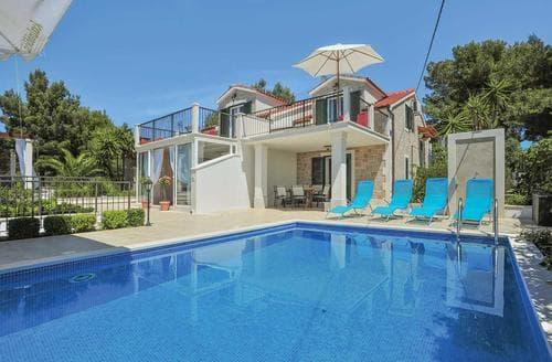 Last Minute Cottages - Villa Milna