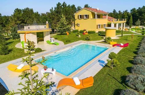 Last Minute Cottages - Villa Royal