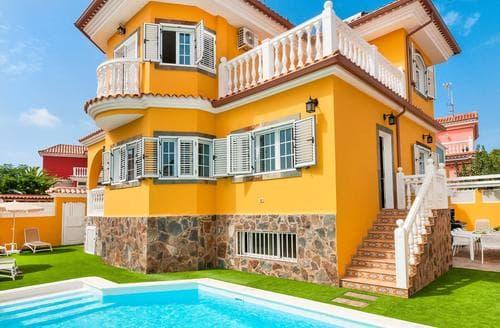 Last Minute Cottages - Casa Amarilla